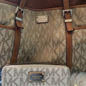 Authentic Michael Kors Handbag Wallet is separate
